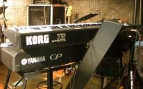 上KORGTR-musicworkstation下YAMAHACP300stagepiano
